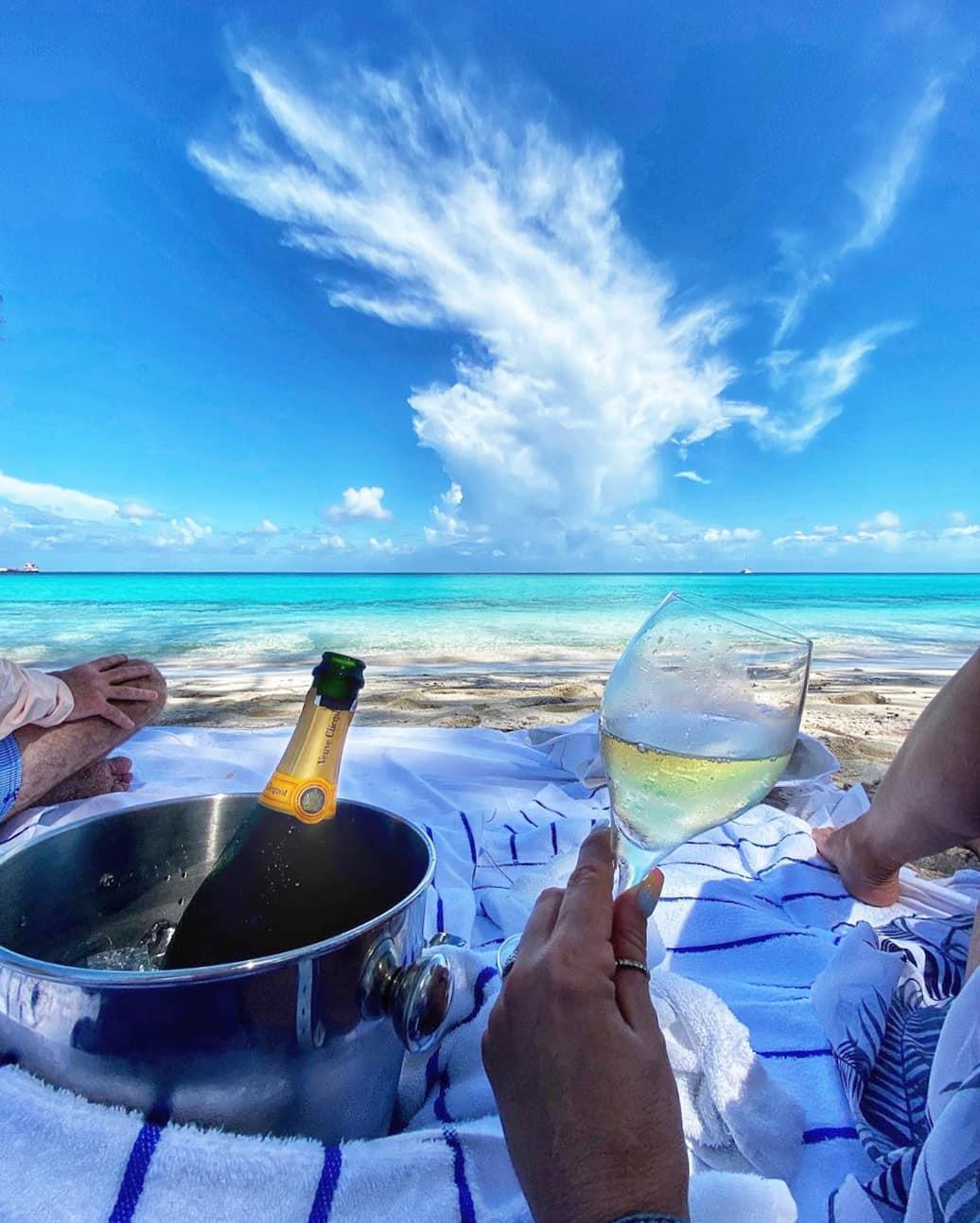 vurku.com-bahamas-CDUMIAJBo-B
