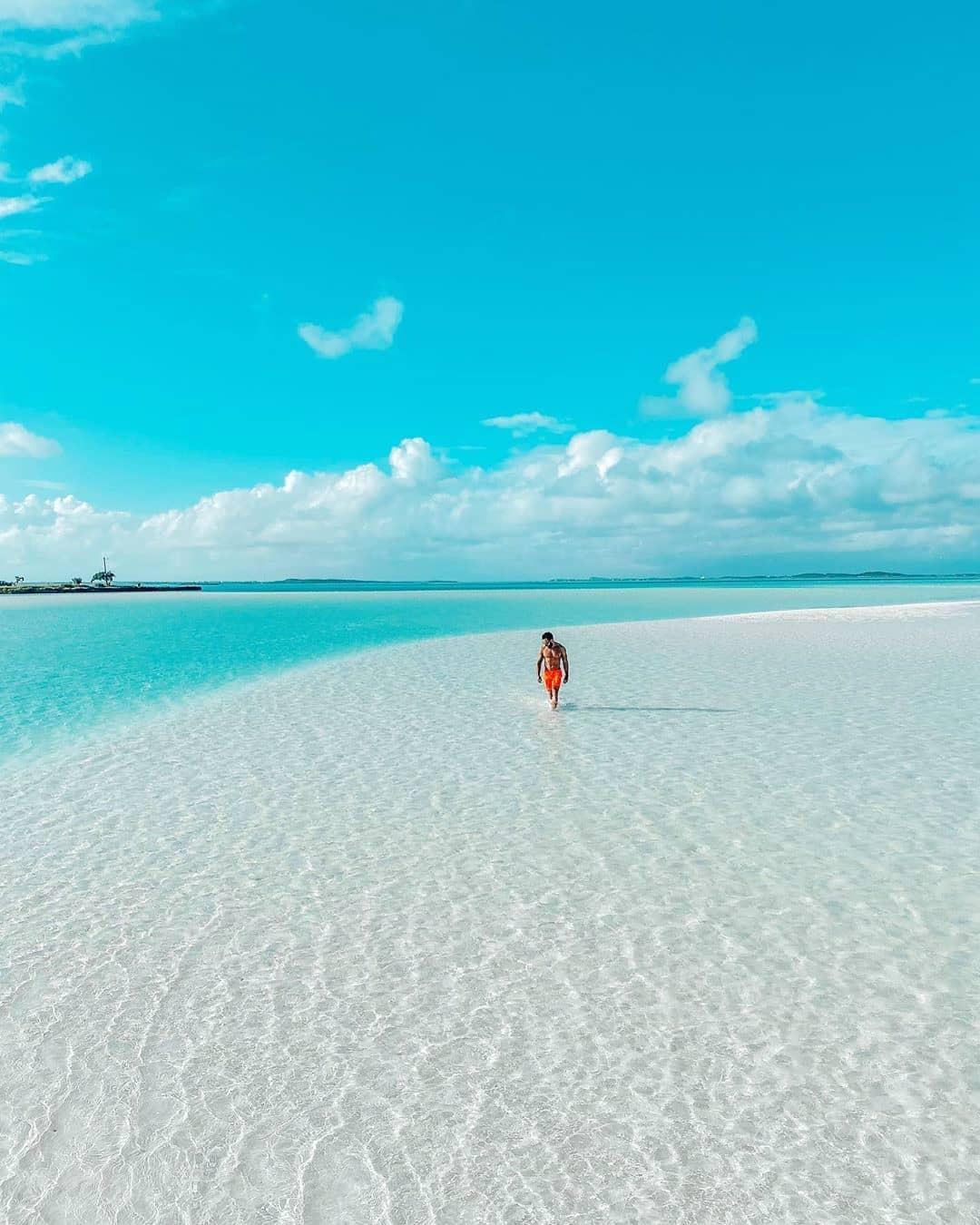 vurku.com-bahamas-CDmR0rMB81W